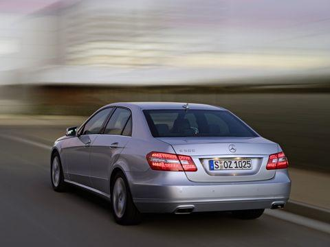0901_02_z+2010_mercedes_benz_e_class+rear_three_quarter_view