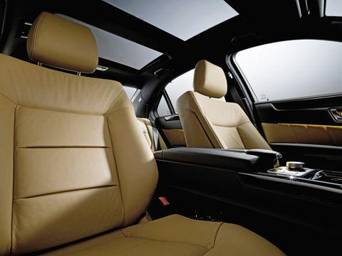 0901_16_z+2010_mercedes_benz_e_class+panoramic_sunroof
