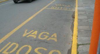 Vagas para idosos: poucas pessoas respeitam o estacionamento preferencial