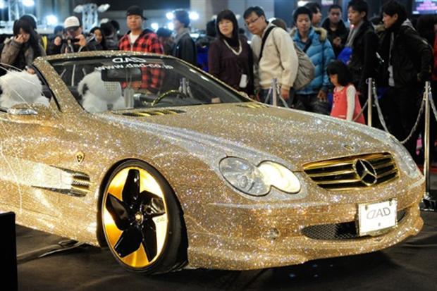 Mercedes-Benz SL 600 com Cristais Swarovski e Rodas de Ouro