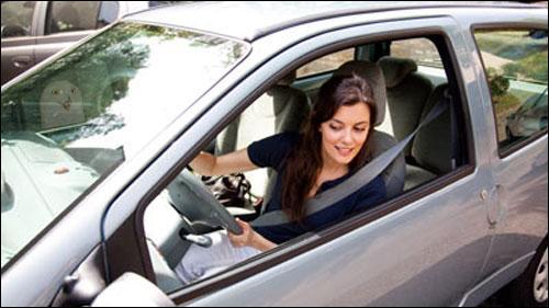 Mulheres estacionam melhor o carro, diz pesquisa.