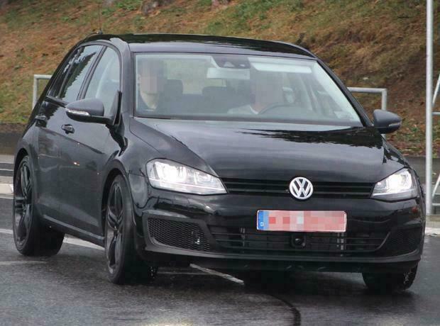 Volkswagen Golf R sem camuflagem.