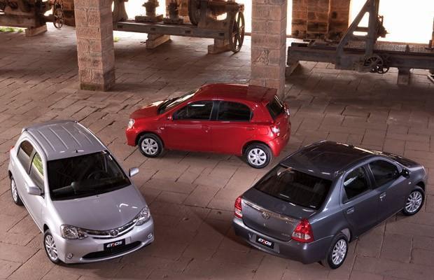 Toyota Etios chega nas versões hatch e sedã.