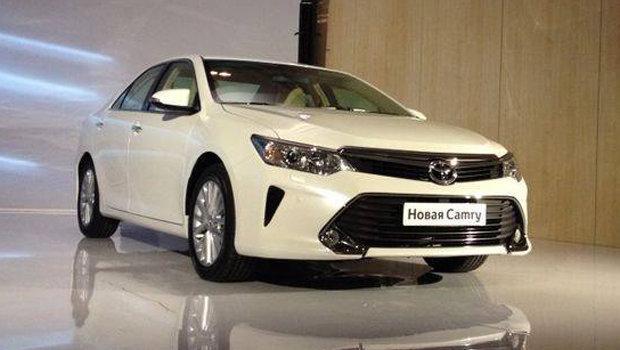 Toyota Camry 2015 tem modelo global lançado no Salão de Moscou