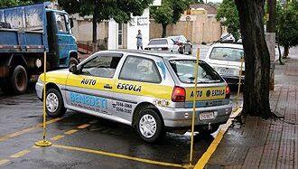 CNH – Fazer baliza ainda atrapalha os novos condutores a tirar carteira de motorista