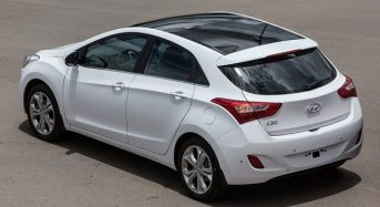 Hyundai i30 – Versão com teto solar sai por R$ 6 mil a mais