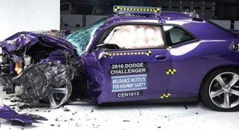 Challenger, Camaro e  Mustang enfrentam testes de colisão